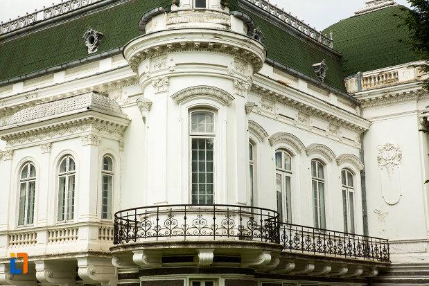 balcon-de-la-muzeul-de-arta-si-arta-populara-palatul-marincu-din-calafat-judetul-dolj.jpg