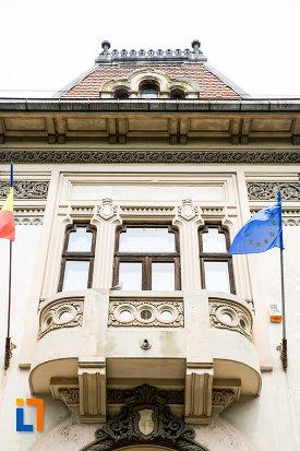 balcon-de-la-muzeul-municipal-din-campulung-muscel-judetul-arges.jpg