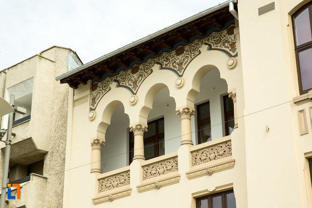 balcon-de-la-palatul-ramiri-din-craiova-judetul-dolj.jpg