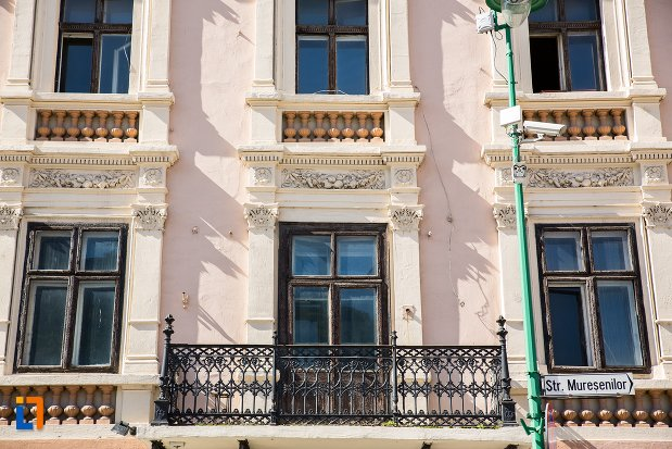 balcon-de-la-palatul-safrano-din-brasov-judetul-brasov.jpg