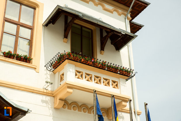 balcon-de-la-primaria-din-slatina-judetul-olt.jpg