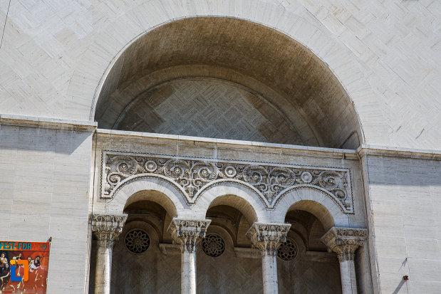 balcon-de-la-teatru-national-opera-romana-din-timisoara-judetul-timis.jpg