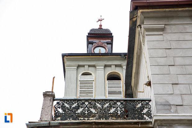 balcon-de-la-vila-elisabeta-din-baile-herculane-judetul-caras-severin.jpg