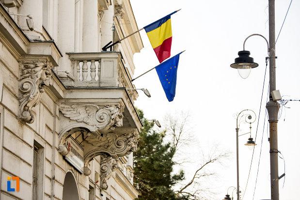 balcon-de-pe-fatada-de-la-fostul-palat-al-administratiei-din-arad-judetul-arad.jpg