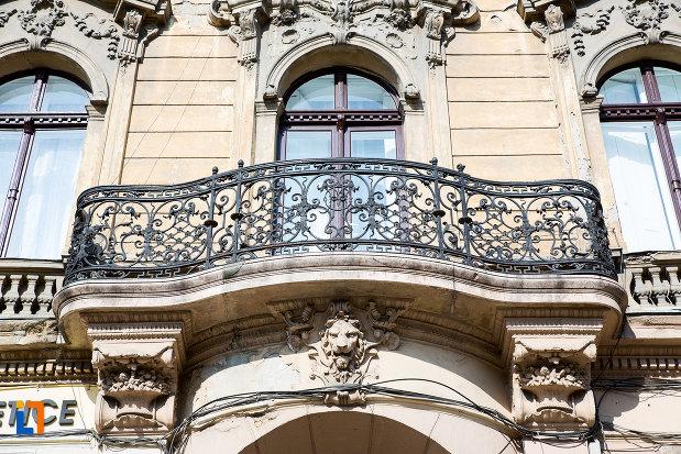 balcon-de-pe-palatul-herman-gyula-din-arad-judetul-arad.jpg