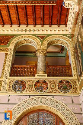 balcon-din-castelul-cantacuzino-din-busteni-judetul-prahova.jpg