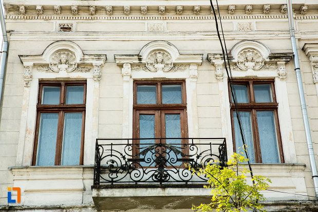 balcon-din-fier-forjat-internatul-grupului-scolar-industrial-auto-din-drobeta-turnu-severin-judetul-mehedinti.jpg