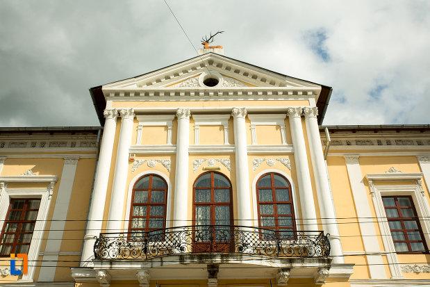 balcon-din-fier-forjat-muzeul-judetean-de-arheologie-si-istorie-din-targu-jiu-judetul-gorj.jpg
