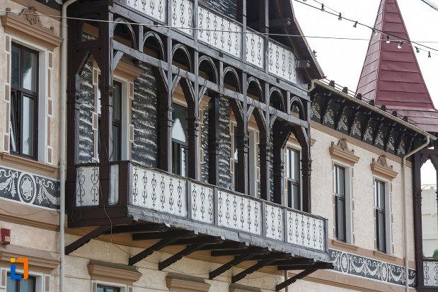 balcon-lucrat-in-lemn-hotelul-carol-fosta-vila-1-1896-din-vatra-dornei-judetul-suceava.jpg