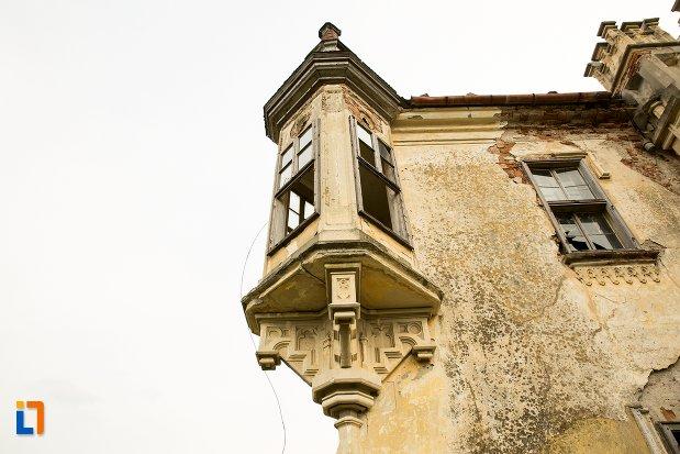 balcon-ornat-din-ansamblul-castelului-teleky-din-uioara-de-sus-judetul-alba.jpg