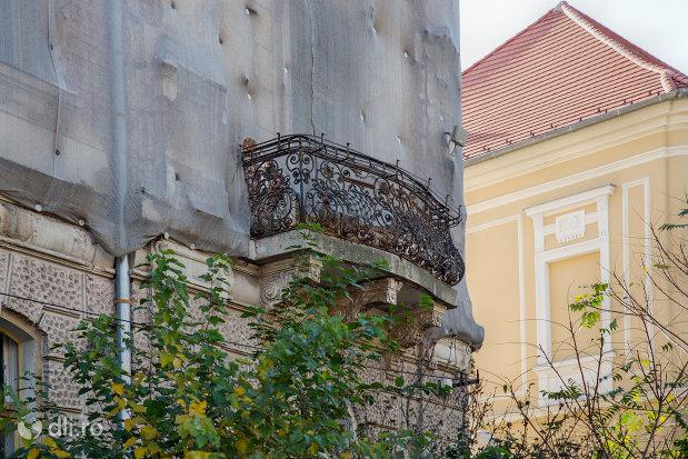 balcon-palatul-finantelor-din-oradea-judetul-bihor.jpg