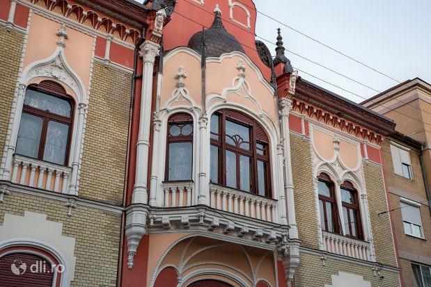 balcon-patriarhia-romana-episcopia-ortodoxa-romana-a-oradei-palatul-rimanoczy-junior-din-oradea-judetul-bihor.jpg