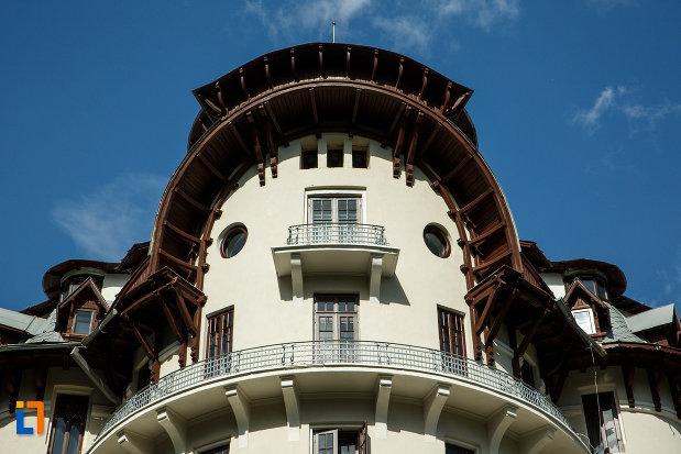balcon-semicircular-de-la-hotel-palace-din-baile-govora-judetul-valcea.jpg