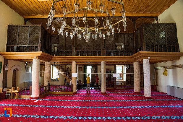 balcon-si-candelabru-din-moscheea-esmahan-sultan-din-mangalia-judetul-constanta.jpg