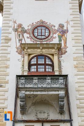 balcon-si-fereastra-rotunda-de-la-castelul-peles-din-sinaia-judetul-prahova.jpg