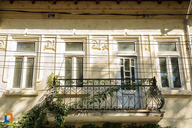 balconul-de-la-casa-eugen-schileru-din-braila-judetul-braila.jpg