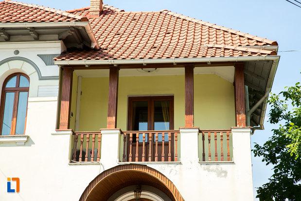 balconul-de-la-casa-iorgu-antonescu-din-ramnicu-sarat-judetul-buzau.jpg