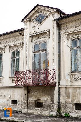 balconul-de-la-casa-rizeanu-din-campulung-muscel-judetul-arges.jpg