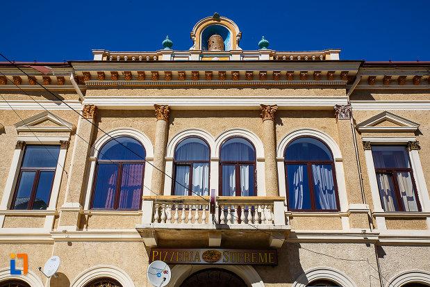 balconul-de-la-casina-romana-azi-hotel-augusta-din-orastie-judetul-hunedoara.jpg