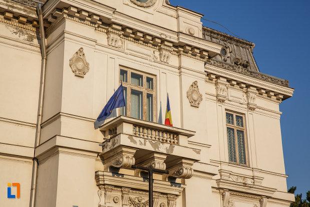 balconul-de-la-muzeul-de-arta-ion-ionescu-quintus-din-ploiesti-judetul-prahova.jpg
