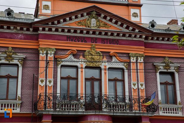 balconul-de-la-muzeul-de-istorie-din-lugoj-judetul-timis.jpg