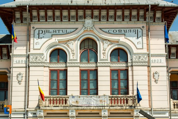 balconul-de-la-palatul-comunal-din-buzau-judetul-buzau.jpg