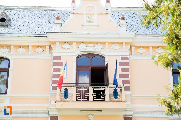 balconul-de-la-primaria-din-dorohoi-judetul-botosani.jpg