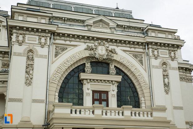 balconul-de-la-teatrul-mr-gh-pastia-din-focsani-judetul-vrancea.jpg