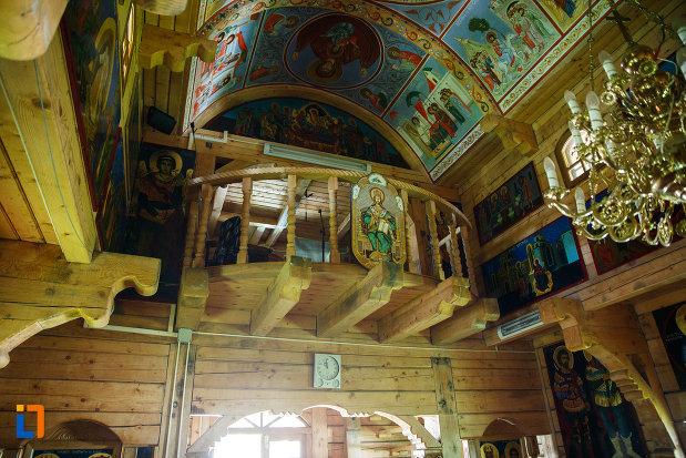 balconul-din-biserica-de-lemn-biserica-muzeu-sf-ilie-biserica-noua-din-dragasani.jpg