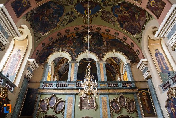 balconul-din-biserica-ortodoxa-adormirea-maicii-domnului-din-lugoj-judetul-timis.jpg