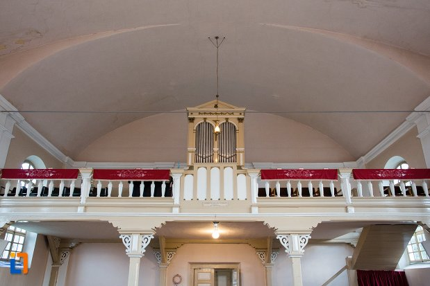 balconul-din-biserica-reformata-din-ocna-mures-judetul-alba.jpg