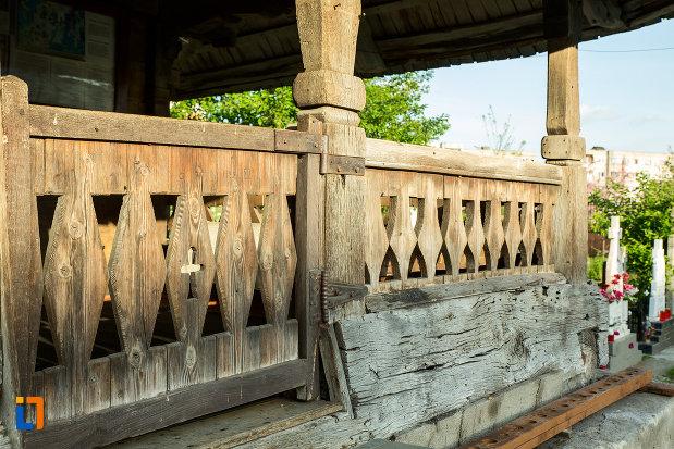 balustrada-de-la-biserica-de-lemn-sf-ioan-botezatoru-din-rovinari-judetul-gorj.jpg