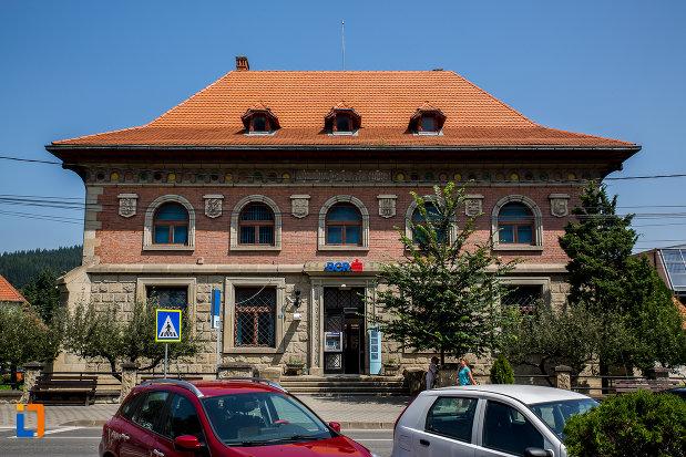 banca-comerciala-romana-din-campulung-moldovenesc-judetul-suceava.jpg