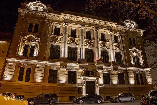 banca-nationala-a-romaniei-din-oradea-judetul-bihor-noaptea.jpg