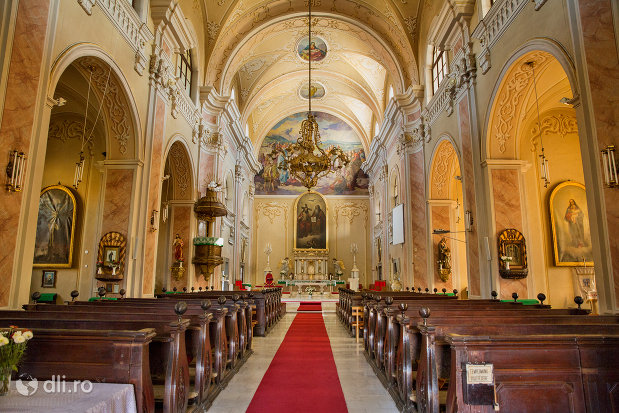 banci-din-biserica-romano-catolica-din-baia-mare-judetul-maramues.jpg