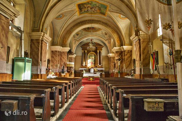 bancile-din-biserica-romano-catolica-din-cavnic-judetul-maramures.jpg