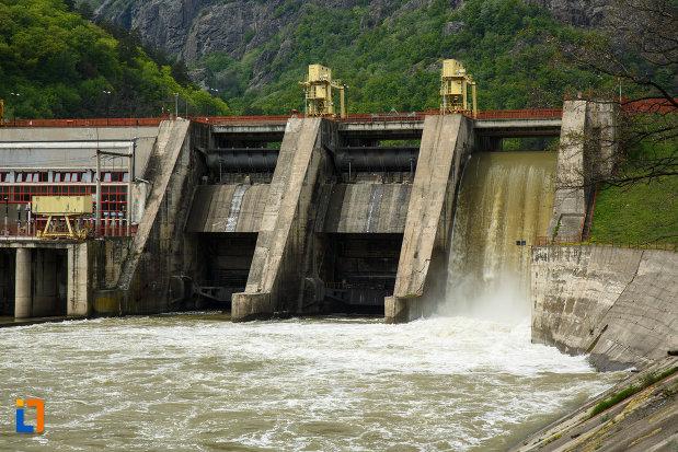 barajul-de-pe-valea-oltului-din-calimanesti-judetul-valcea.jpg