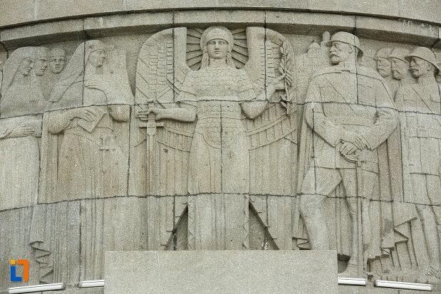 basorelief-cu-inger-si-soldati-mausoleul-eroilor-din-1916-1919-de-la-marasesti-judetul-vrancea.jpg