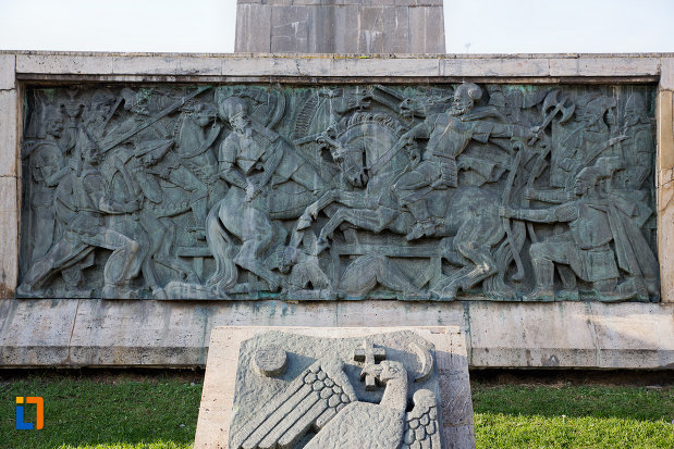 basorelief-cu-lupta-statuia-ecvestra-a-lui-mihai-viteazul-din-cluj-napoca-judetul-cluj.jpg