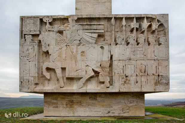basorelief-cu-voievodul-mihai-viteazul-monumentul-mihai-viteazul-din-guruslau-judetul-salaj.jpg