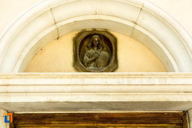basorelief-de-la-biserica-romano-catolica-din-galati-judetul-galati.jpg