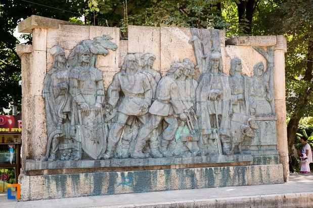 basorelief-de-la-monument-comemorativ-al-rascoalei-din-1907-din-botosani-judetul-botosani.jpg