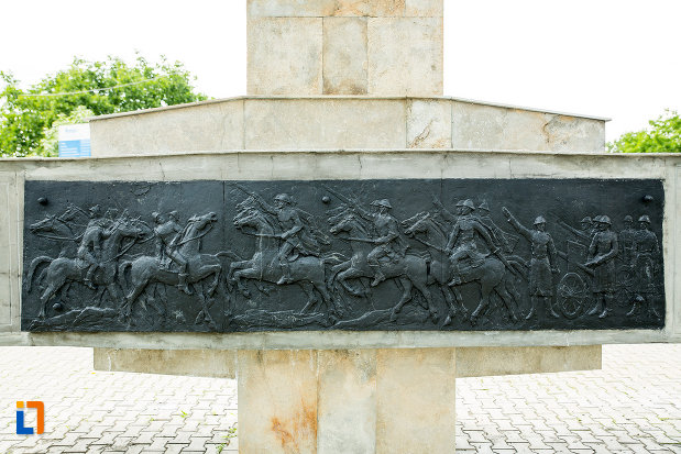 basorelief-de-la-monumentul-eroilor-din-adjud-judetul-vrancea.jpg