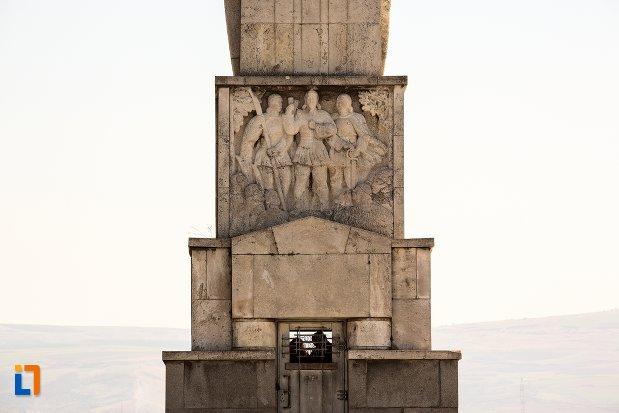 basorelief-de-la-obeliscul-lui-horea-closca-si-crisan-din-alba-iulia-judetul-alba.jpg