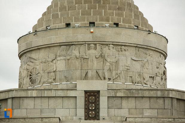 basorelief-de-pe-mausoleul-eroilor-din-1916-1919-de-la-marasesti-judetul-vrancea.jpg