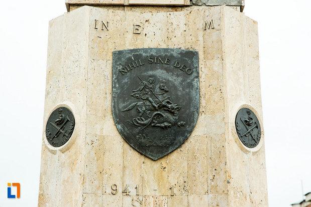 basorelief-de-pe-monumentul-eroilor-din-cel-de-al-doilea-razboi-mondial-din-bailesti-judetul-dolj.jpg