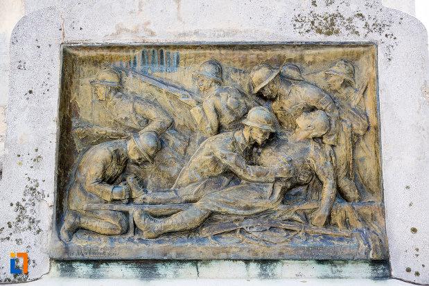 basorelief-de-pe-monumentul-eroilor-din-gaesti-judetul-dambovita.jpg