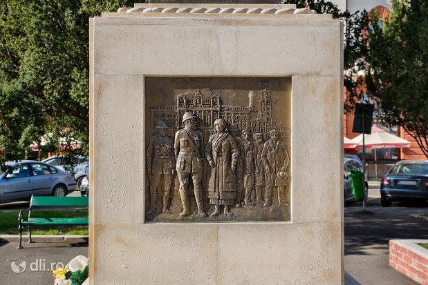 basorelief-de-pe-statuia-regina-maria-a-romaniei-din-oradea-judetul-bihor.jpg