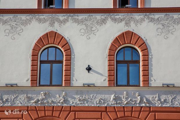 basorelief-hotel-transilvania-fosta-panonnia-din-oradea-judetul-bihor.jpg