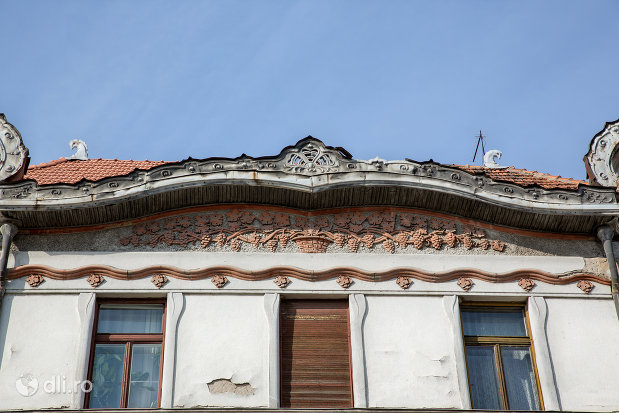 basorelief-palatul-fuchsl-din-oradea-judetul-bihor.jpg